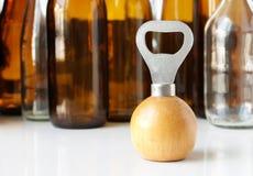 Poignée en bois d'ouvreur de bouteille Image libre de droits