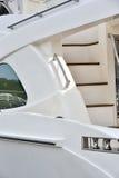 Poignée et escalier sur le yacht Photographie stock libre de droits