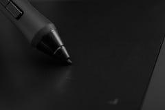 Poignée noire d'un comprimé graphique professionnel illustration stock