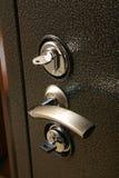 Poignée sur la porte de coffre-fort en métal Image libre de droits