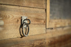 Poignée sur un mur en bois Photo libre de droits