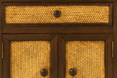 Poignées de porte en bois Photographie stock