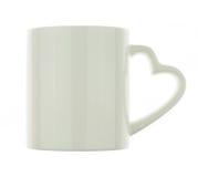 Poignées en forme de coeur blanches de tasse en céramique blanche sur le blanc Image libre de droits