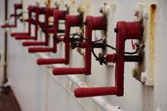 Poignées pour la fermeture rapide des régulateurs coupe-feu photo libre de droits