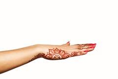 Poignet et main de jeune fille avec le mehendi de henné Photographie stock