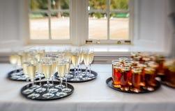 Poinçon et champagne de mariage Photos stock