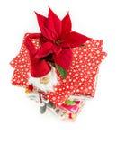 Poinsetia en la pila de regalos de Navidad Fotografía de archivo