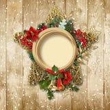 与poinsettia&bell的圣诞节装饰在一个木板 免版税库存图片