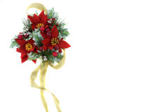 Poinsettia-Weihnachtsdekoration mit Goldfarbband Stockbild