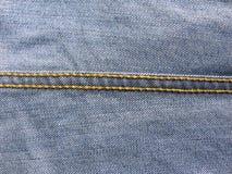 Point à chaînes sur des jeans images stock