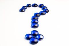 Point d'interrogation dessiné avec les pierres bleues Image libre de droits