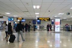 Point de contrôle de passeport d'immigration dans l'aéroport Photos stock