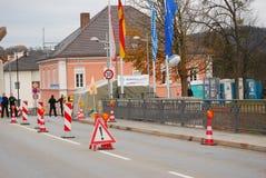 Point de contrôle de police à la frontière Allemand-autrichienne Image stock