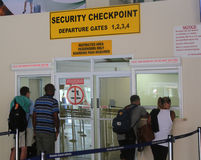 Point de contrôle de sécurité chez Maurice Bishop International Airport au Grenada Photos libres de droits