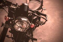 Point de foyer sélectif sur la moto de lampe de phare de vintage Image libre de droits