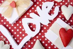 Point de polka rouge de Valentine aérien Photos libres de droits