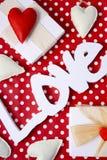 Point de polka rouge de Valentine aérien Photographie stock libre de droits
