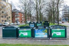 Point de réutilisation suburbain de collection pour les bouteilles, le papier et le plastique Photographie stock