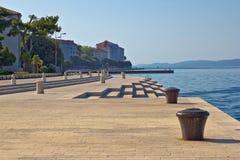 Point de repère célèbre d'organes de mer de bord de mer de Zadar Image libre de droits