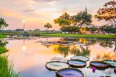 Point de repère crépusculaire de pavillon de parc public de Suan Luang Rama IX, Bangkok Photos stock
