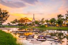 Point de repère crépusculaire de pavillon de parc public de Suan Luang Rama IX, Bangkok Image libre de droits