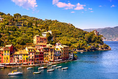Point de repère de luxe de village de Portofino, vue aérienne panoramique Liguri images libres de droits