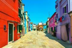 Point de repère de Venise, rue d'île de Burano, maisons colorées, Italie Photo libre de droits