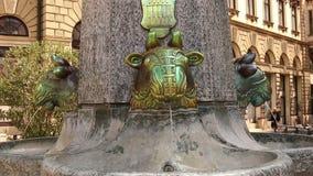 Point de repère Pecs de fontaine de Zsolnay banque de vidéos