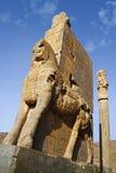 Point de repère persan Persepolis de civilisation à côté de ville de Chiraz en Iran montrant le palais de temple de ruine Image stock