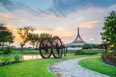 Point de repère crépusculaire de pavillon de parc public de Suan Luang Rama IX, Bangkok Photographie stock