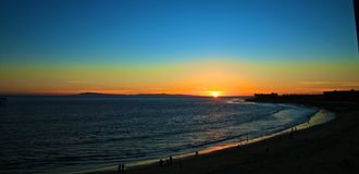 Point de surfers de coucher du soleil de Ventura Photographie stock