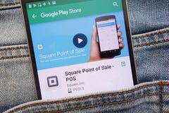 Point de vente de place - l'appli de position sur le site Web de Google Play Store montré sur le smartphone caché dans des jeans  image stock