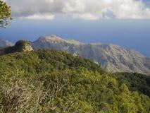Point de vue Amogoje avec les collines vertes de pitoresque et le buisson, r pointu Photos libres de droits