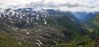 Point de vue de Dalsnibba et lac Djupvatnet en Norvège Images stock