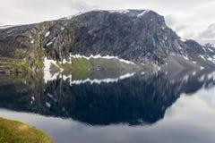 Point de vue de Dalsnibba et lac Djupvatnet en Norvège Photo libre de droits