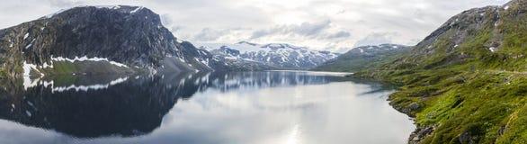 Point de vue de Dalsnibba et lac Djupvatnet en Norvège Image stock