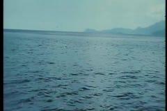 Point de vue de bateau en mer banque de vidéos