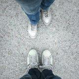 Point de vue de jambes de couples Images stock