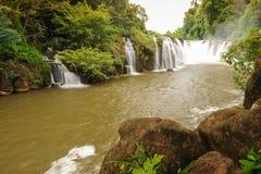 Point de vue de parc national de Bajeng de cascade de Tad Pha Souam, Paksa Photos stock