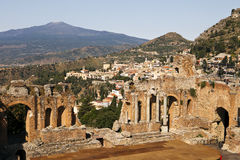 Point de vue de Taormina avec le théâtre Photographie stock libre de droits
