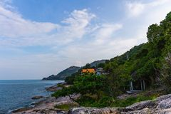 Point de vue de Ladkoh par la mer, grande plage rocheuse avec le beau bea photographie stock libre de droits