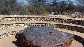 Point de vue de météorite de Hoba, Namibie, Afrique La météorite se compose par les métaux lourds à haute densité clips vidéos