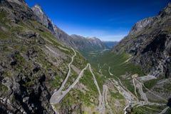 Point de vue sur la route de montagne de Geiranger Trollstigen en Norvège du sud Photos stock