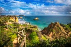 Point de vue sur le Praia DA Rocha de plage Image libre de droits