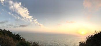 Point en lambeaux de vue d'auberge de point coucher du soleil en septembre 2017 Photo stock