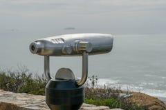 Πληρωμένο διοφθαλμικό τηλεσκόπιο στην άκρη της χερσονήσου του Point Loma στο Σαν Ντιέγκο, Καλιφόρνια, ΗΠΑ στοκ φωτογραφία με δικαίωμα ελεύθερης χρήσης