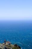Point Reyes Lighthouse donnant sur l'océan pacifique Images stock