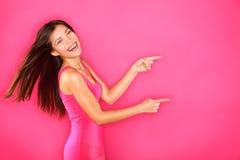 Pointage affichant la femme excitée Image stock