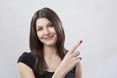 Pointage de jeune femme Image stock