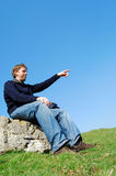 Pointage de jeune homme Photographie stock libre de droits